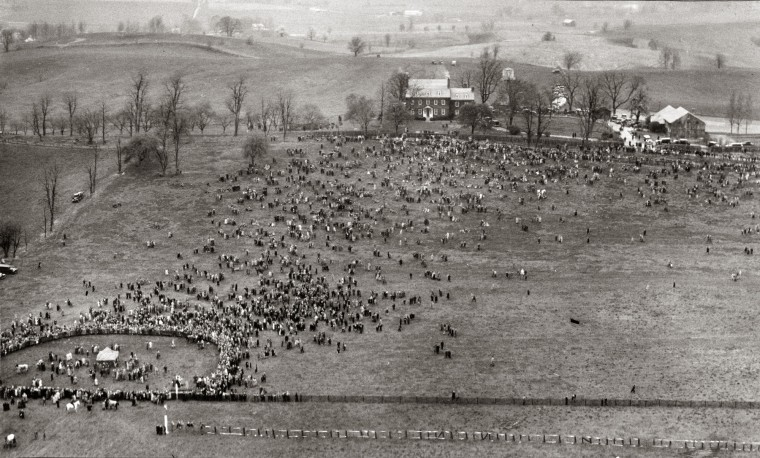 The crowd attending the annual Maryland Hunt Cup point-to-point race is seen in 1931. (Baltimore Sun)