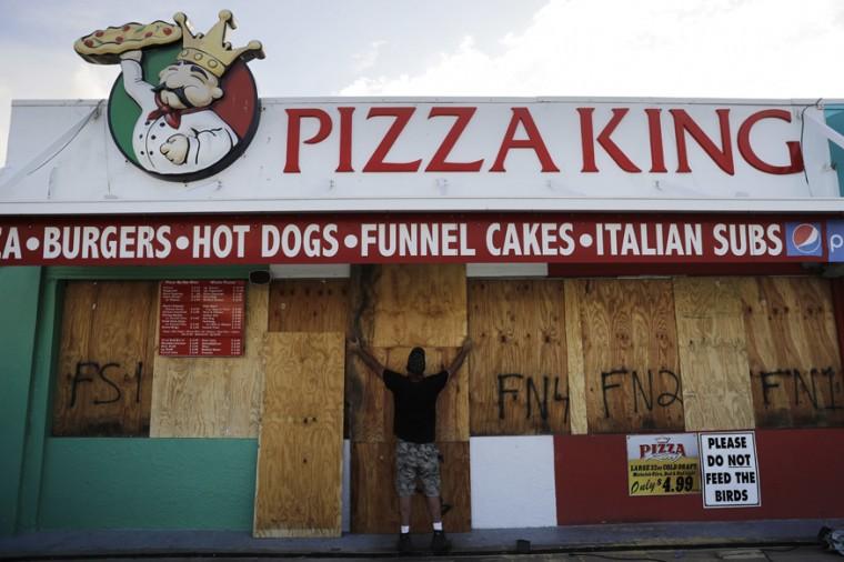 Ryan Otway boards up a pizza place along the boardwalk in Daytona Beach, Florida, on September 7, 2017. (David Goldman/AP)