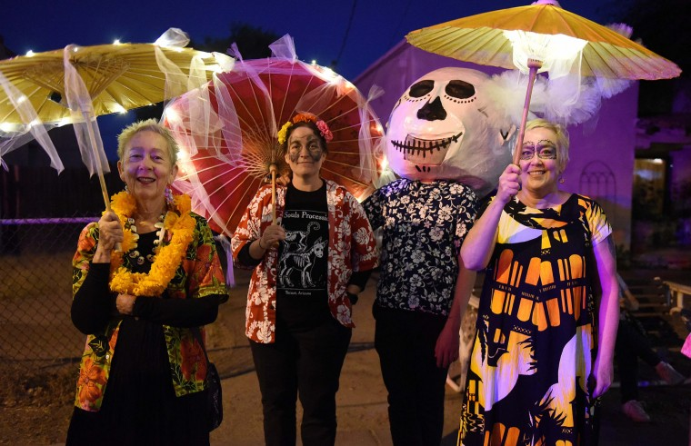 Costumed onlokers lined the sidewalk during Tucson's All Souls Procession Sunday. (Jerry Jackson/Baltimore Sun)