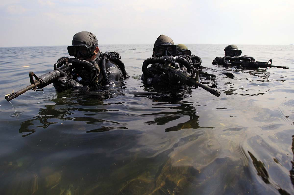 Grazing goats, retro hams, a message made of meat | Sept. 26  |Navy Seals Emerging From Water