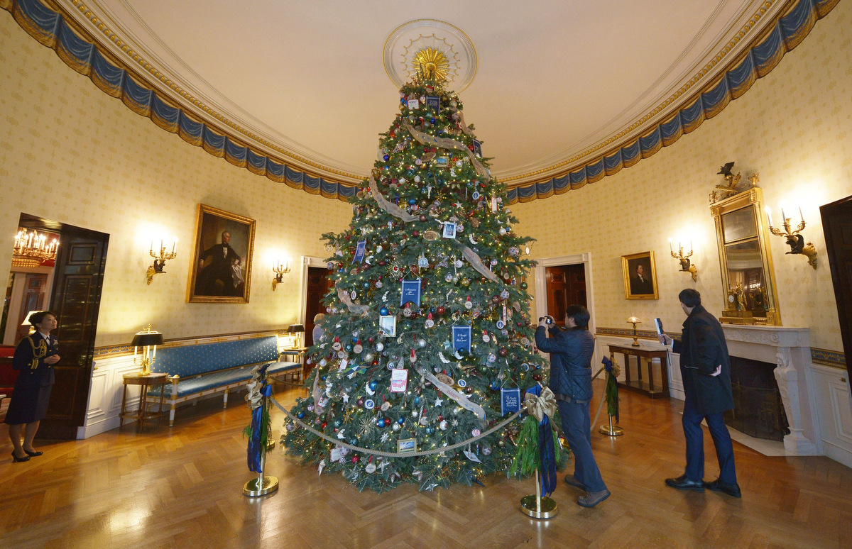 Michelle Obama Showcases The 2014 White House Holiday