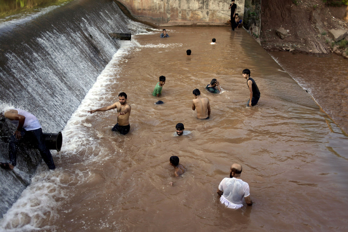 two rivers meet in pakistan karachi