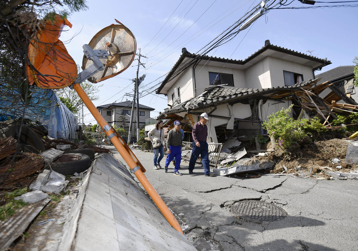 Earthquakes strike Japan