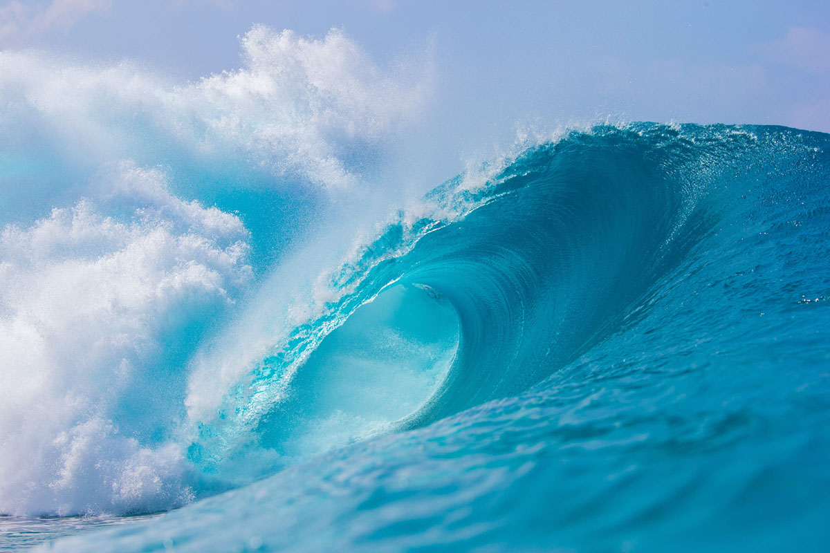 """Catching waves at """"Pipeline"""" in Hawaii"""